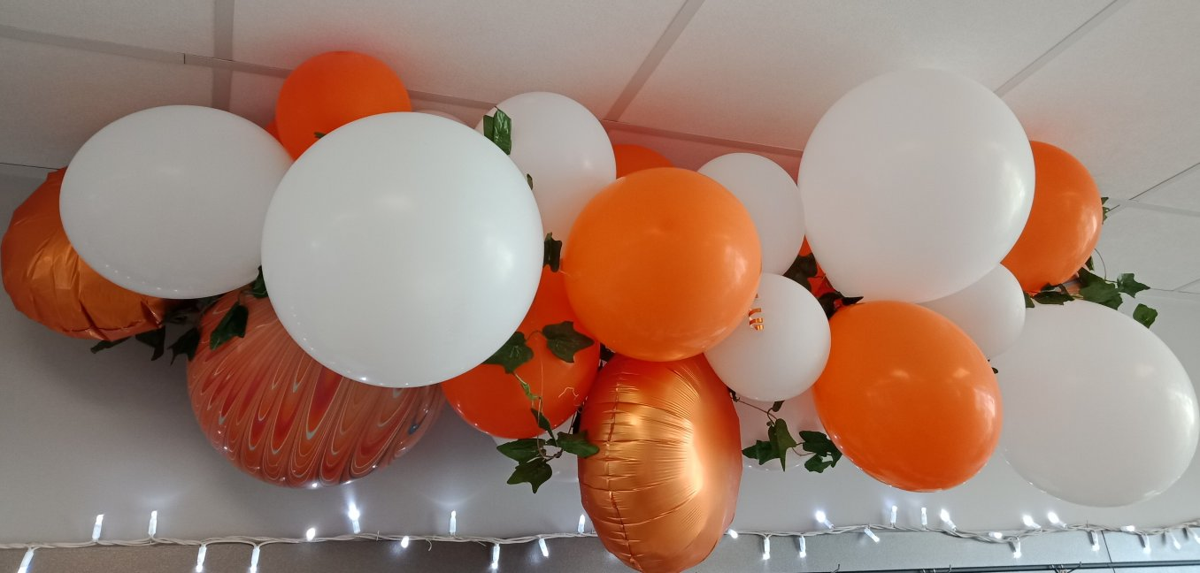 BALLOON CHAIN ORANGE.jpg